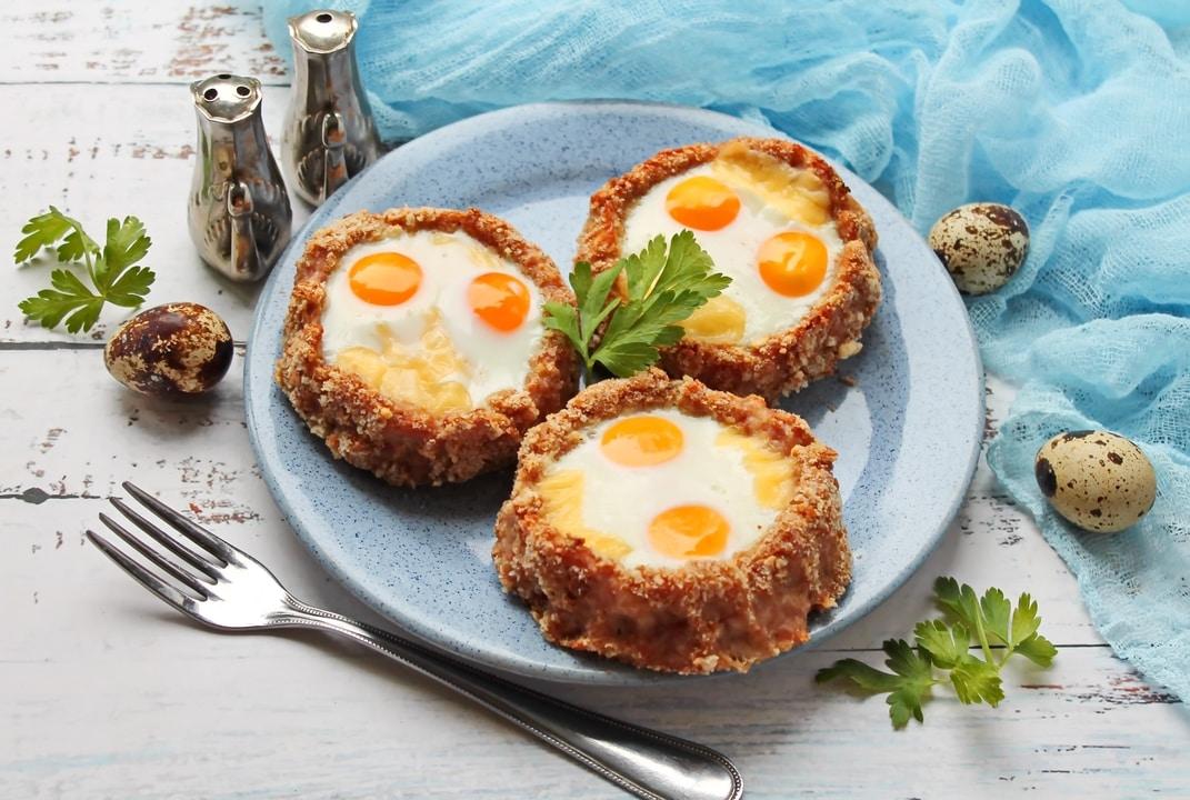 Kotletai įdaryti sūriu ir putpelių kiaušiniais