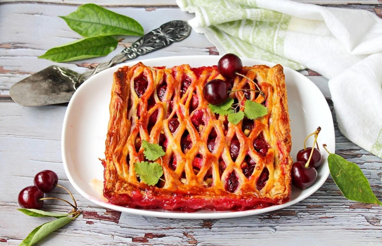 Rabarbarų ir vyšnių pyragas